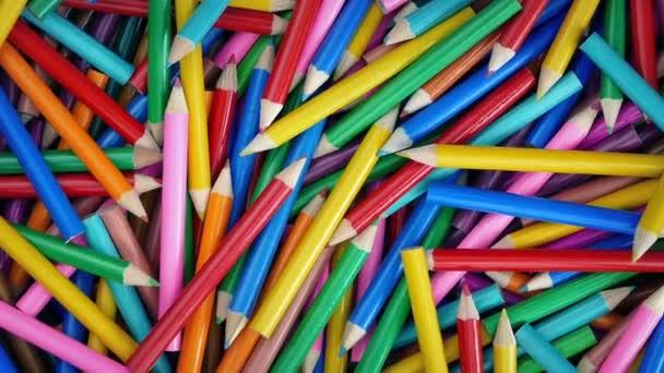 Zbarvení tužky pomalu rotující