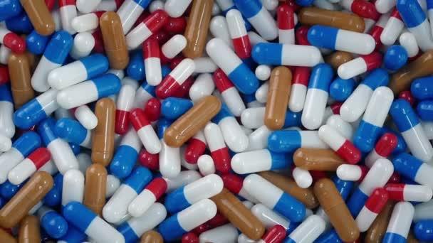 Kombinovaný lék kapsle otočení
