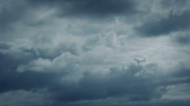 Clouds tváření dramatické obloze