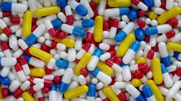 Rotierende pharmazeutische Kapseln Nahaufnahme