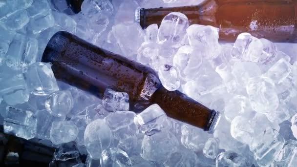 Bunte Lichter blinken auf Bier und Eis - Clubbing, Veranstaltungen