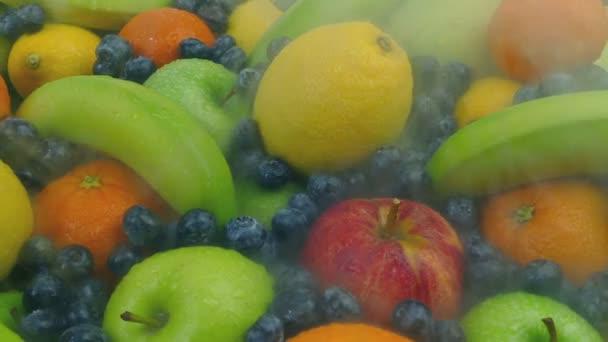Pára áthalad a hűtött gyümölcsöt halom