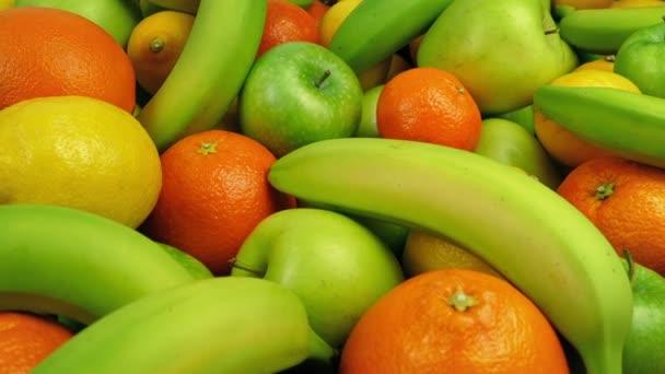 Jablka, pomeranče, banány a citrony