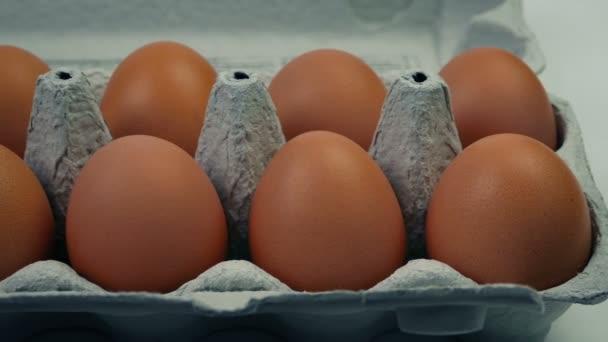 Tompított tojás tojás dobozban