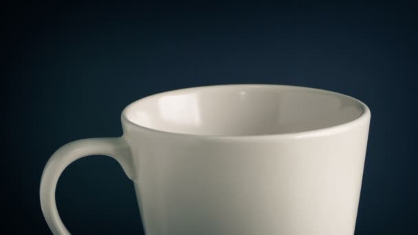 Pečené fazole nalijte do hrnek - káva koncept