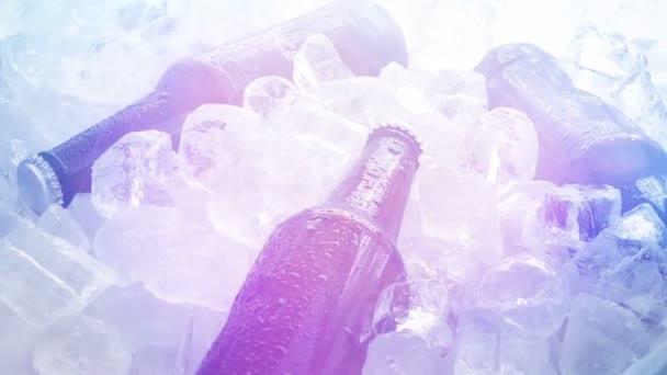 Bier auf Eis rotiert bei Party