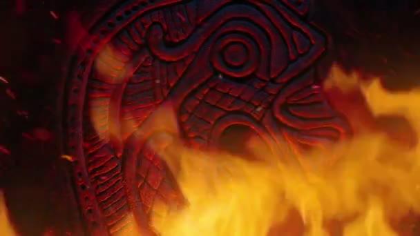 Drak Viking řezbářství v zuřícím ohni