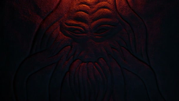 Mořská příšera nebo démon vyřezávání ve světle ohně