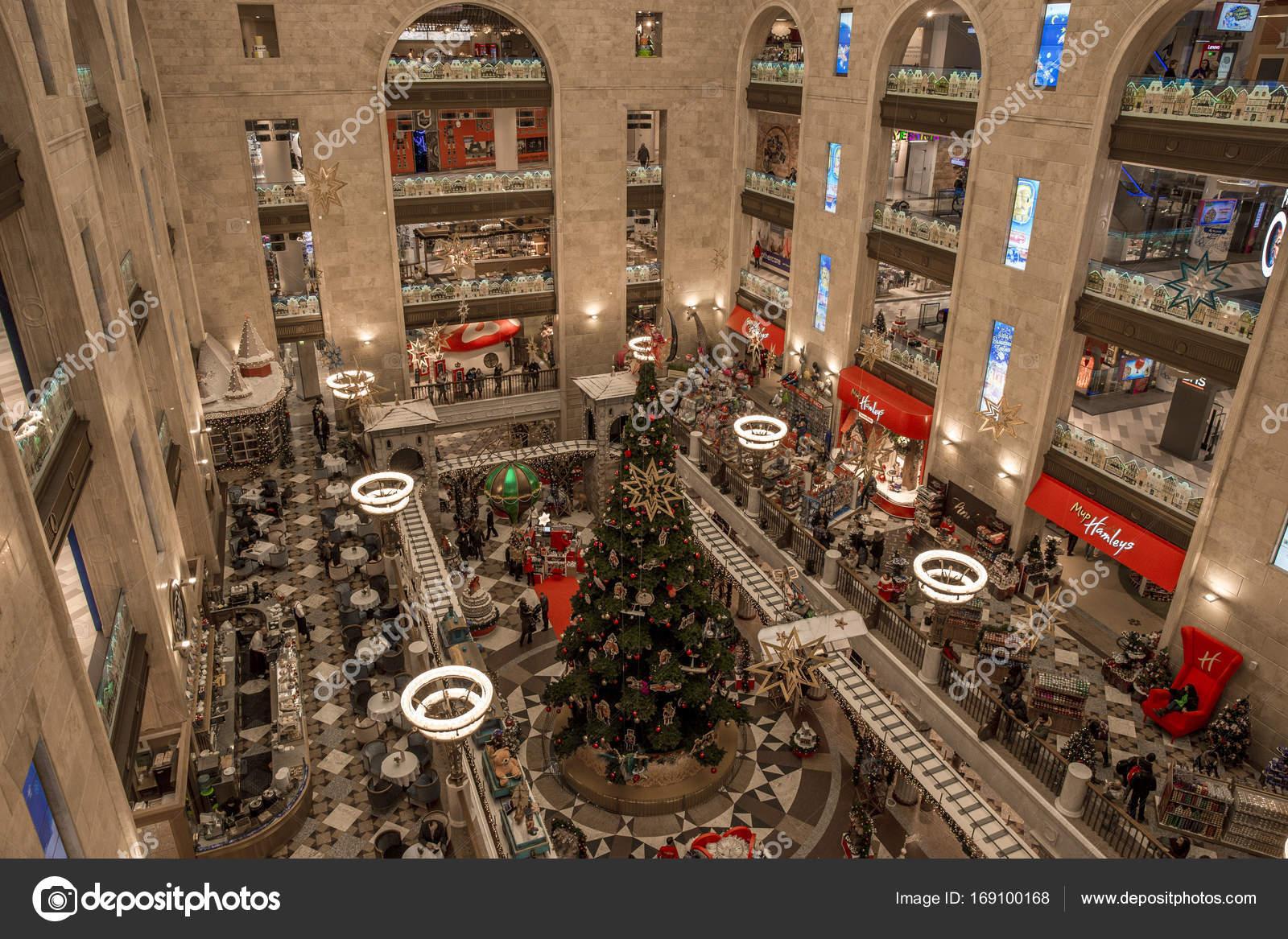 84a24fd719c8 Москва, Россия - 09 декабря 2016  Детский мир торговый центр с  рождественские украшения в Москве, Россия. Детский мир-это крупнейший  торговый центр с ...