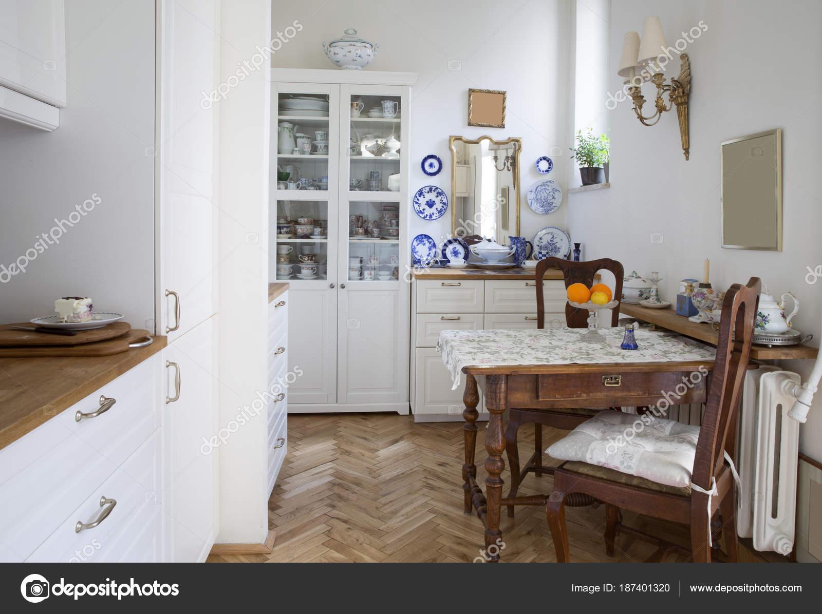 Rustikale Küche — Stockfoto © mikolajn #187401320
