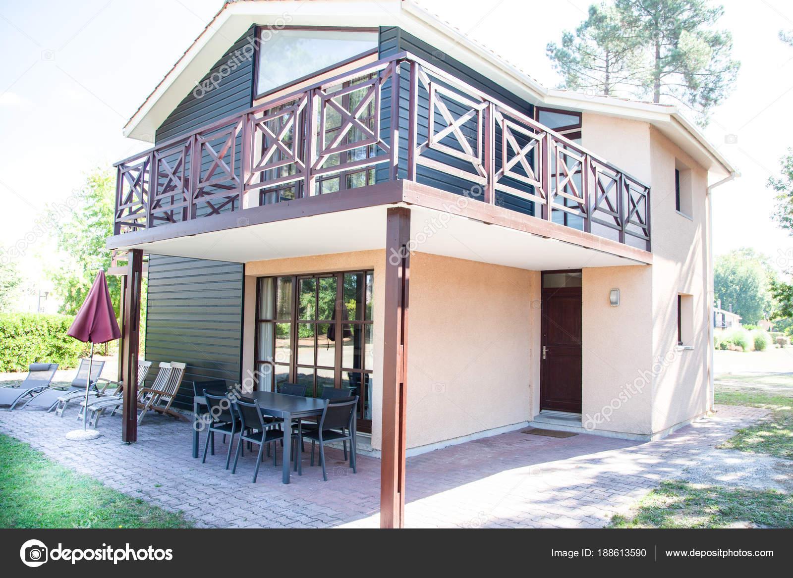 Esterno Di Una Casa : Esterno di una casa molto bella u foto stock sylv rob