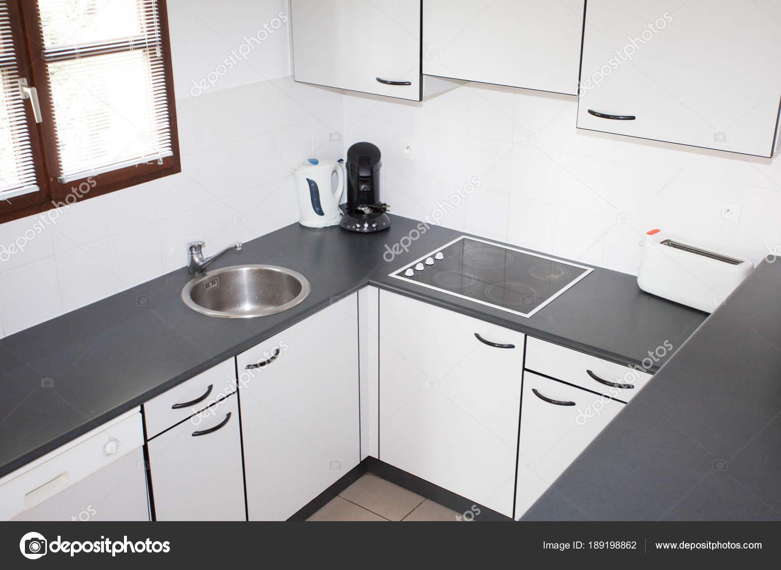 Moderne Keuken Grijs : Moderne keuken huis wit grijs u stockfoto sylv rob