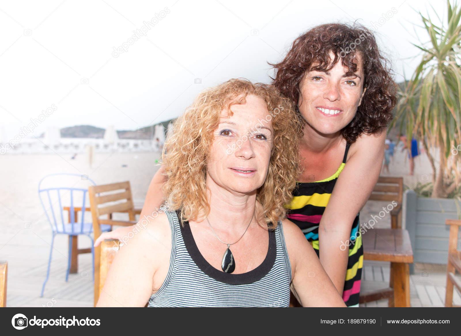 fotos van rijpe lesbiennes rondborstige spuiten pussy
