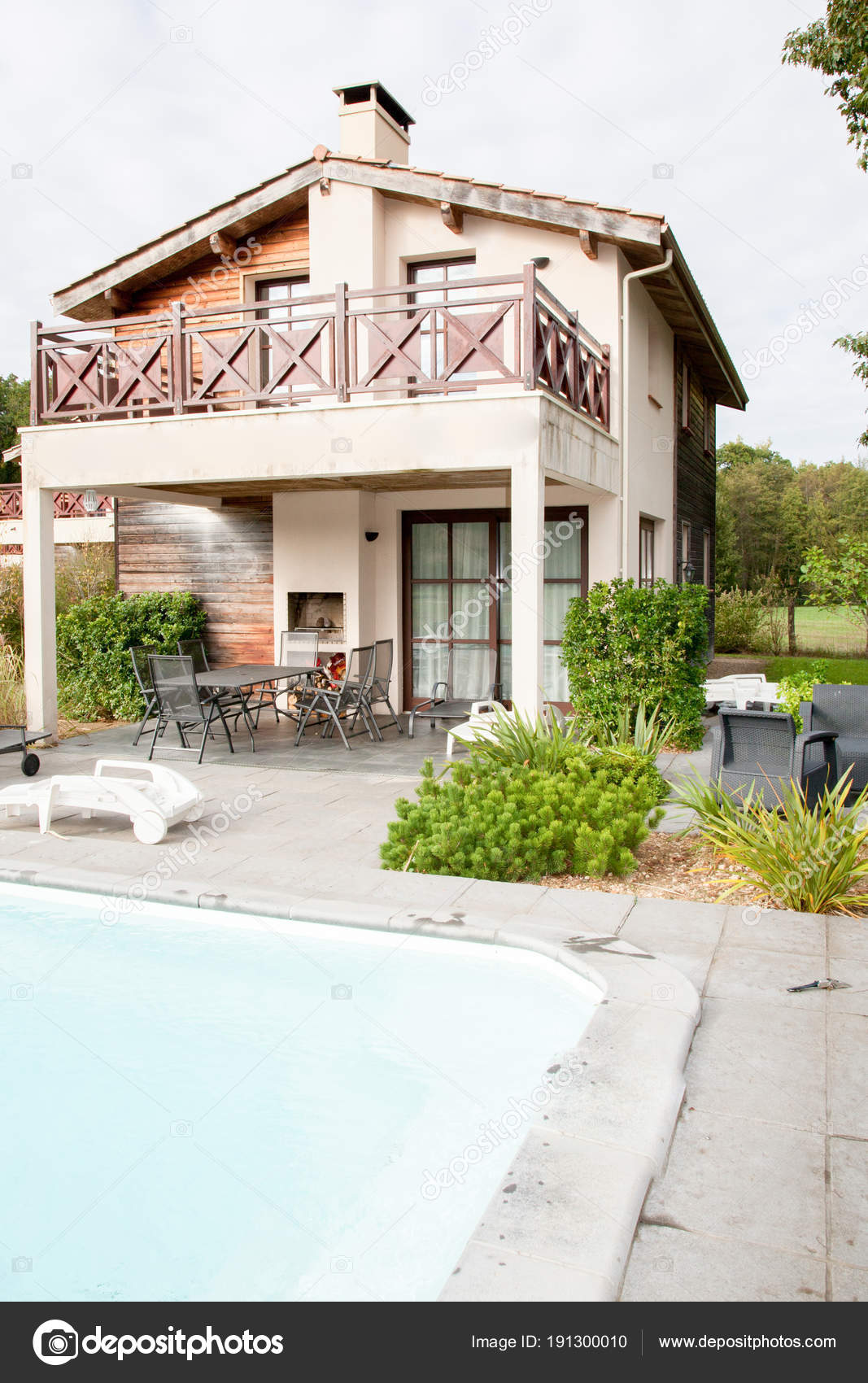 Maison Moderne Avec Piscine Jardin Ete Photographie Sylv1rob1