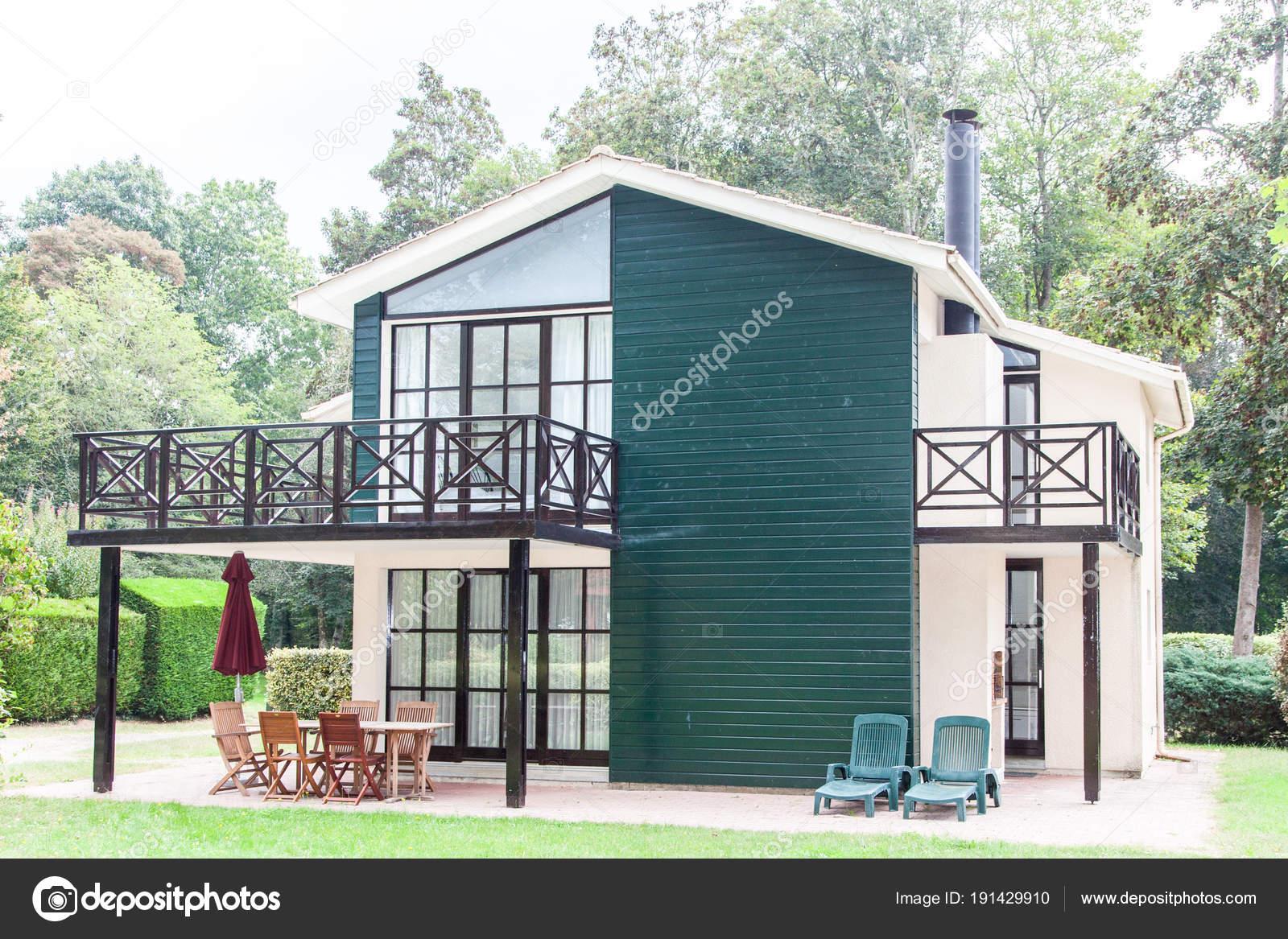 Ansicht des von außen ein schönes modernes Haus — Stockfoto ...
