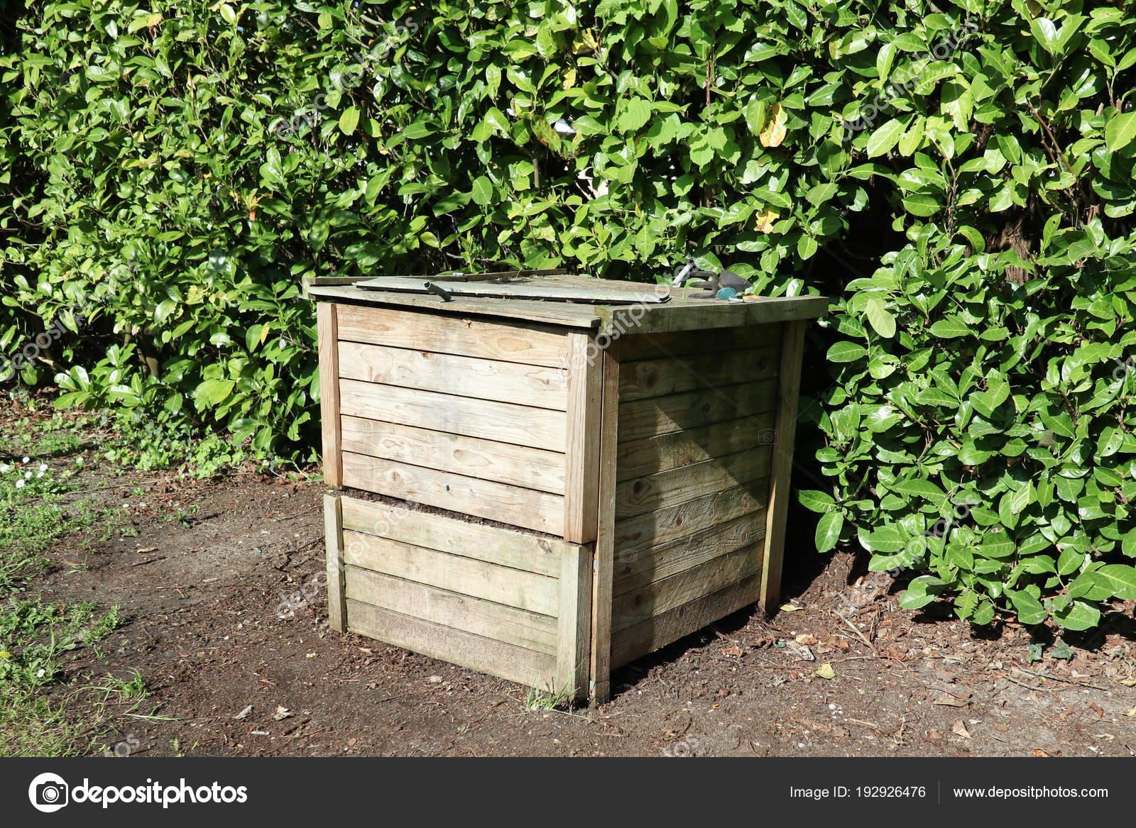 Wurm Kompostierung Holzkiste Einem Garten Stockfoto Oceanprod