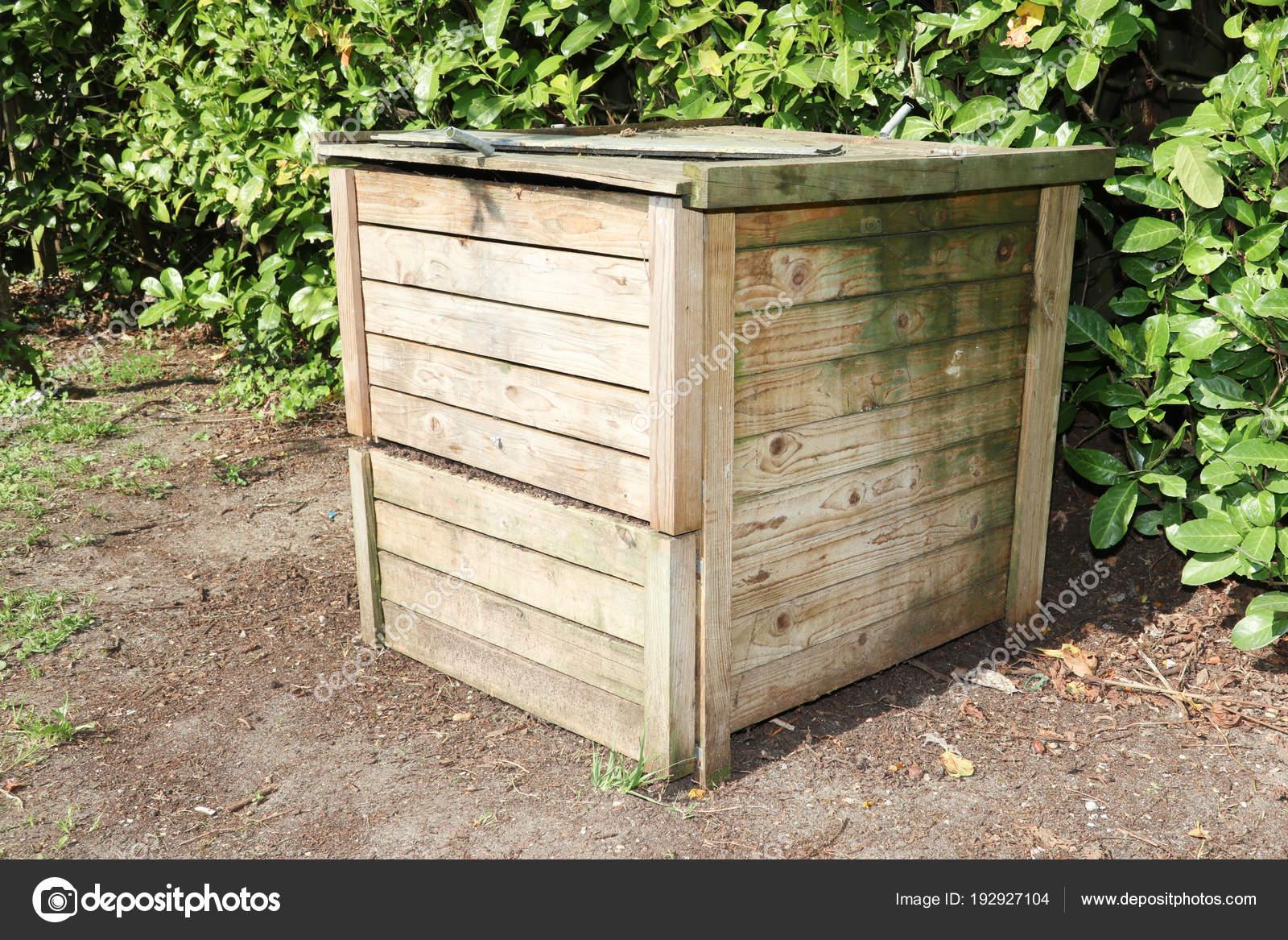 Bidone Del Compost Con Materiale Organico U2014 Foto Stock