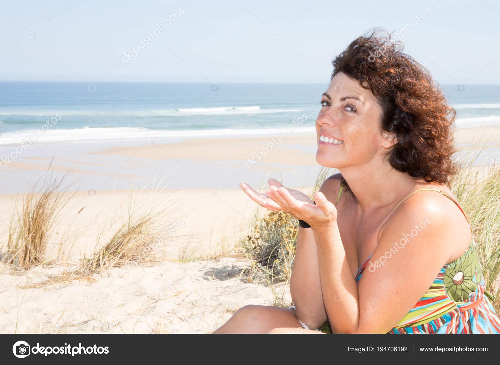 Пляж женщины в возрасте, порно свж русское