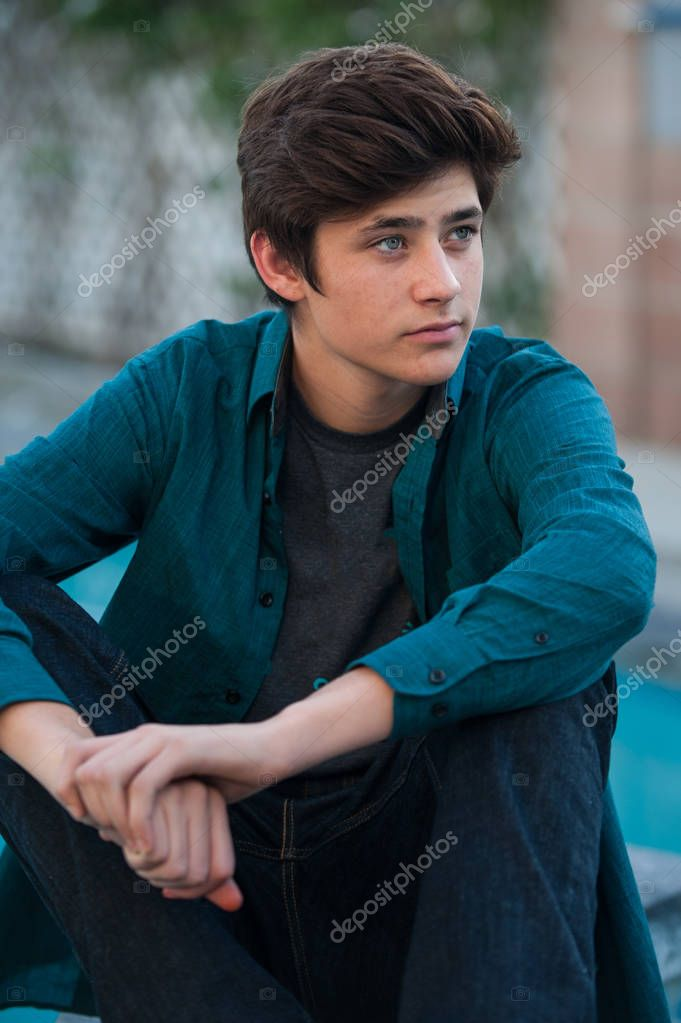 Casual male youth in relaxed pose — Stock Photo
