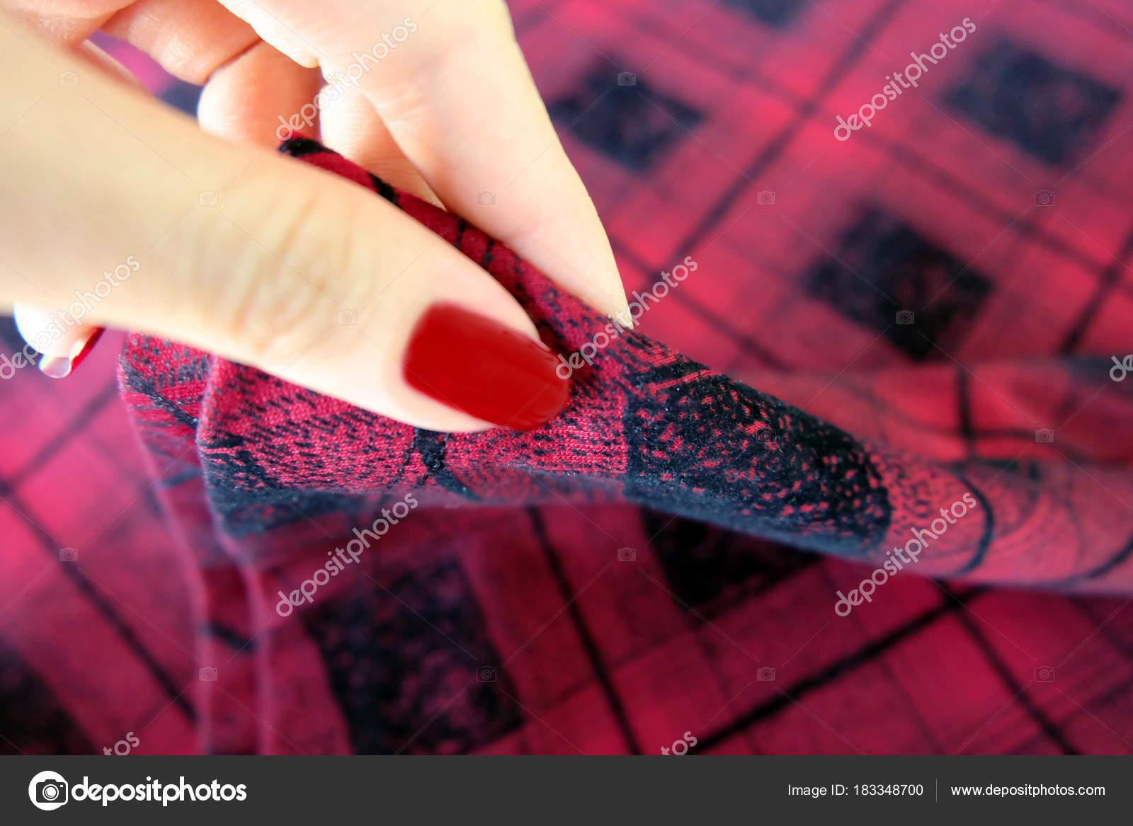 Belleza Manicura Rojo Uñas Con Esmalte Gel Mano Mujer Con