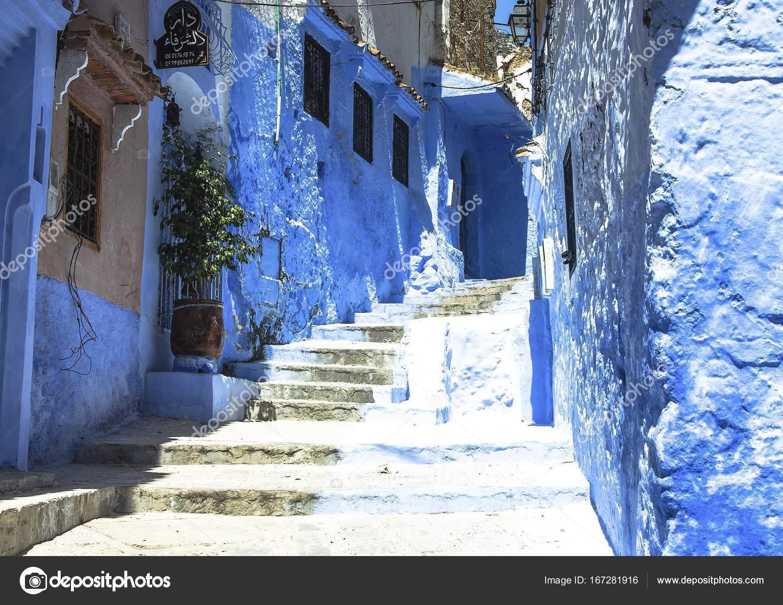 Case Blu Marocco : Strada con scale nella medina di chefchaouen in marocco