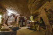 Derinkuyu underground city je víceúrovňový jeskynní město v regionu Kapadocie, Turecko