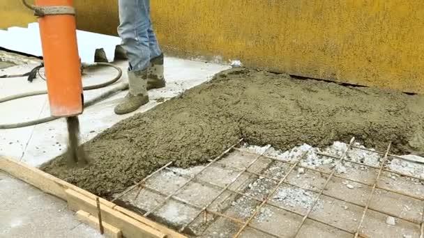 Építő ömlött a beton