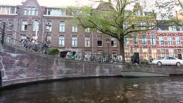 Výlet lodí v Amsterdamu