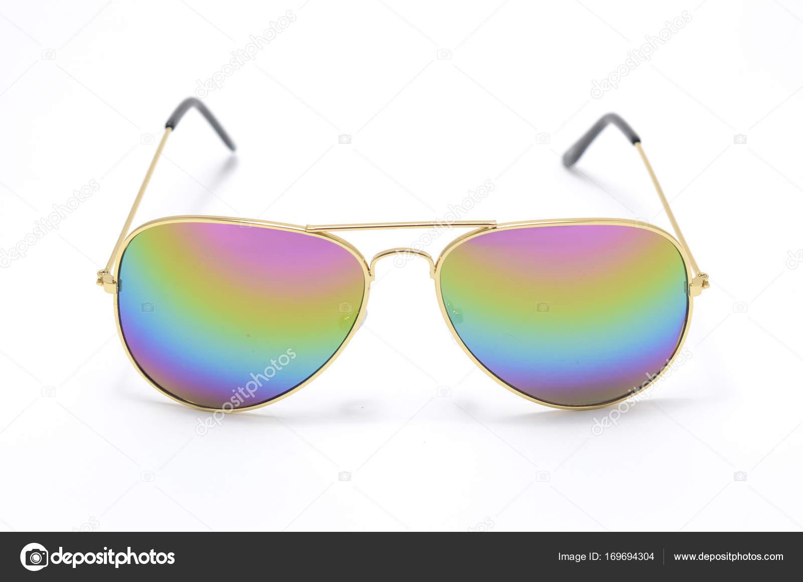 Gafas de sol en un marco de hierro con cristal degradado aislado en ...