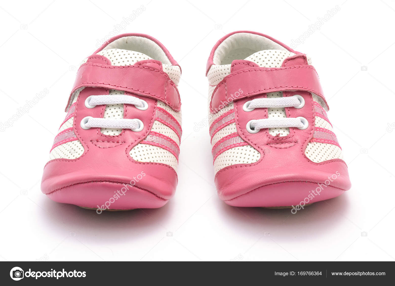 6b8153c450b Πάνινα παπούτσια για το μωρό που απομονώνονται σε λευκό — Φωτογραφία Αρχείου