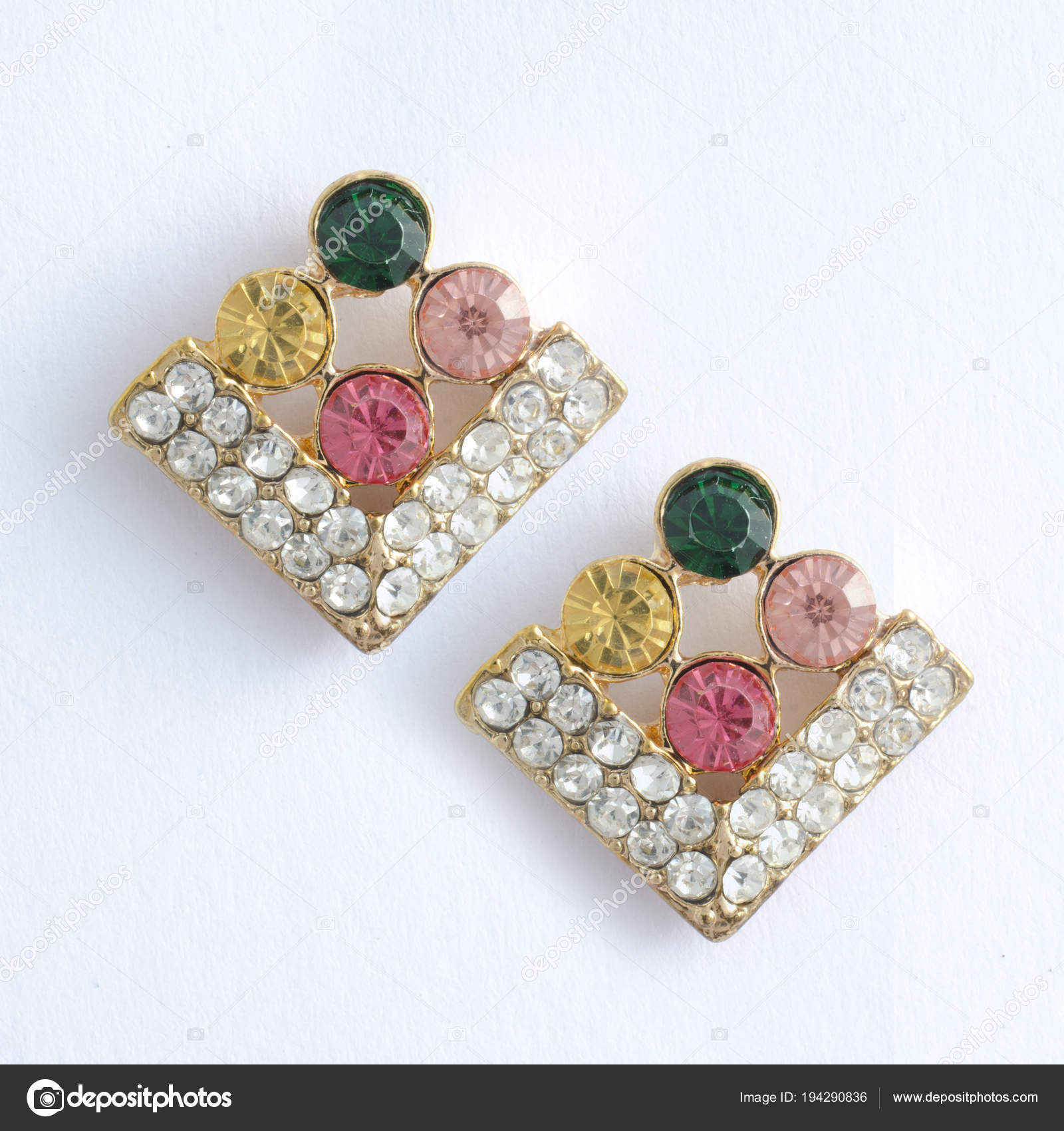 565fa3b47e03 pendientes de rombos de oro con piedras preciosas