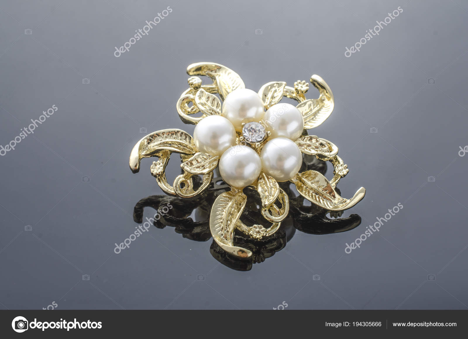 95696a7f6e3bc Gold brooch flower with pearl isolated on black — Stock Photo ...