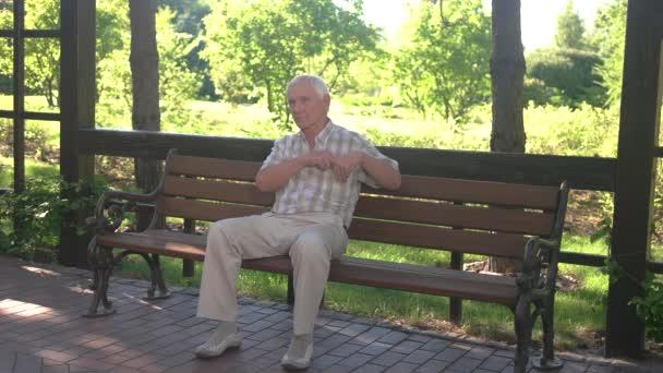 Starý muž, který držel jeho žaludku