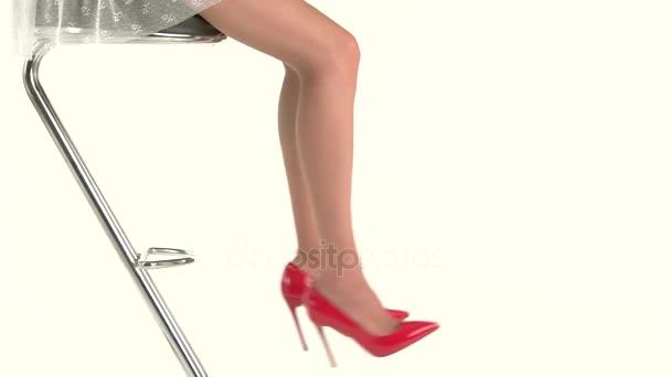 Nohy, nosí vysoké podpatky