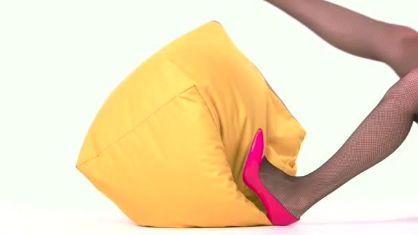 Nohy žena ležící