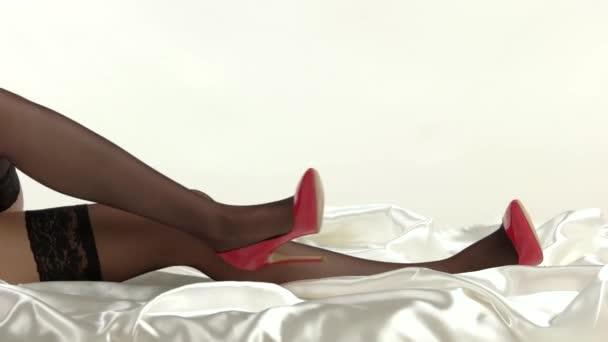 Nohy s podpatky ležící