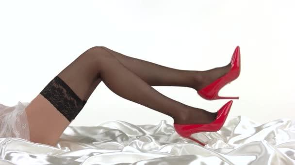Zenske nohy v červené boty