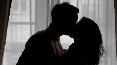 Видео страстный поцелуй в постели фото 784-200