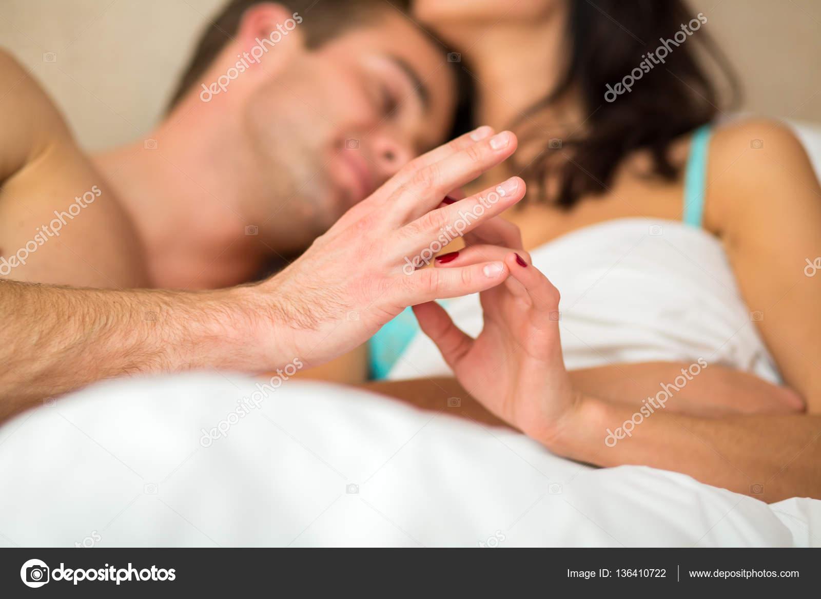 Член в руке девушки, Дрочат парню - Женщины дрочат член пацанам не давая 21 фотография