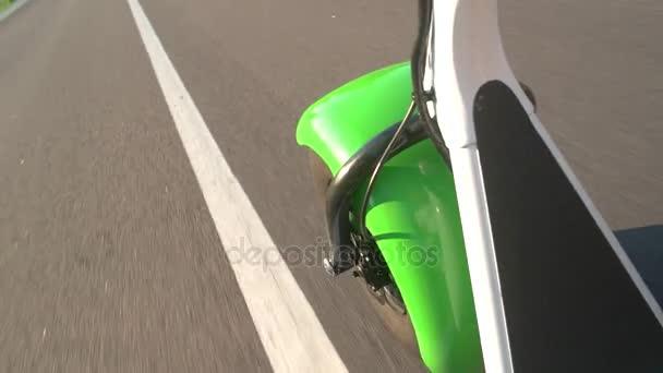 Tlustá kola scooter a silniční