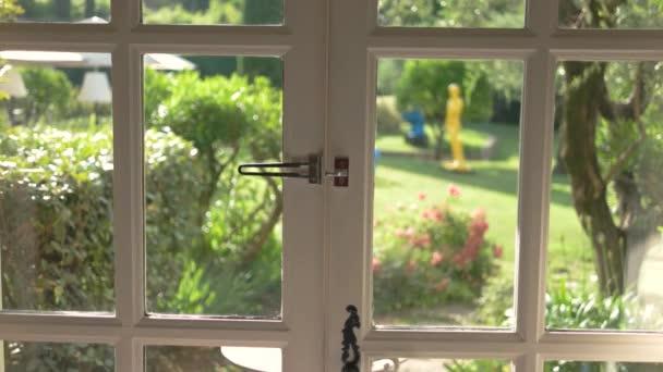 Otevřené dveře a příroda