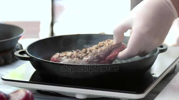 Steak na gril pánev