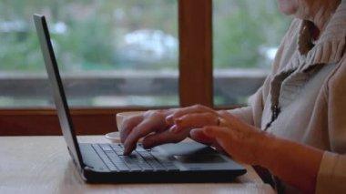 Senior női laptop