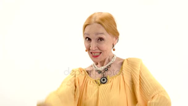 Starší žena zobrazeno ok gesto
