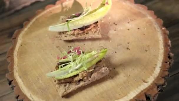 Sandwich di marmellata di cipolla e pancetta