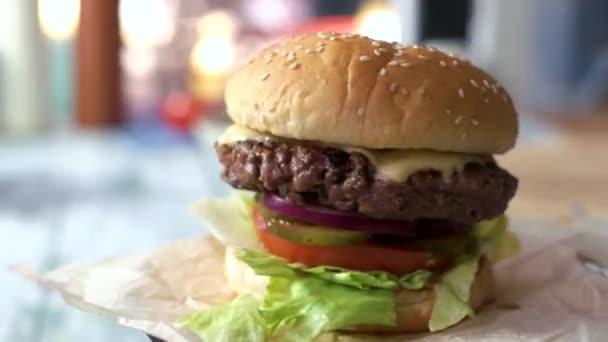 Burger se sezamovými semínky
