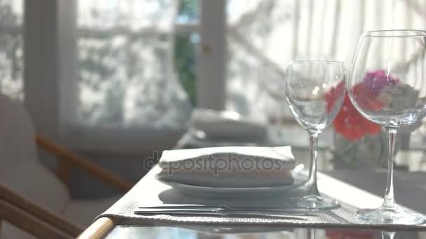 Jídelní stůl zblízka