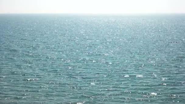 Moře na slunci.