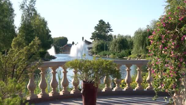 Pohled na rybník z balkonu