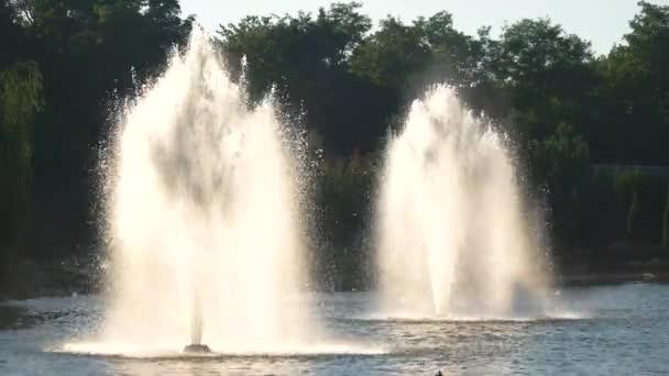 Stříkající vody venkovní fontány
